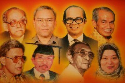 Top, L-R: Pak Samad, Drs Tarman Azzam (Indonesia), Mazlan Nordin, Sulaiman Jeem (Singapore) Bottom, L-R: Othman Wok (Singapore), Ahmad Arshad (Brunei), Pak Rosihan, Fatimah Md Nor(Brunei)