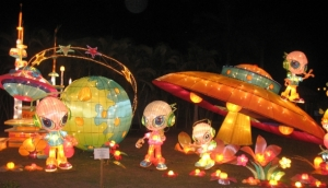 Illuminated aliens invading JP; aren\'t they cute?