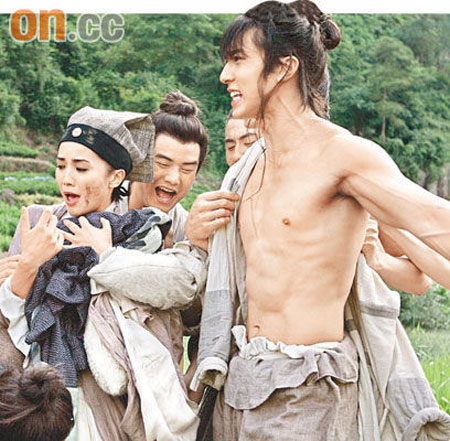 A screen cut from Butterfly Lovers starring Hong Kong actress Charlene Choi and Brunei born star Wu Zun, with the actor showing his muscles while filming one of the scenes…Image credits to On.cc