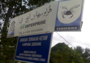No simpang sign to be seen but just look for these HT Enterprise signboards or look for that crab icon. Easy-pitzy.