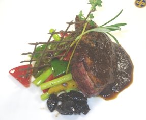 Yummy grilled duck breast served with seasoned roasted vegetables with balsamic fig chutney and pear demi glace for Mother's Day at Spaghettini today. Pic from obcess dot blogspot dot com.